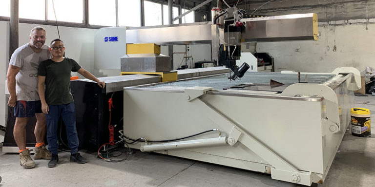 Side view of WT series cantilever waterjet cutting machine