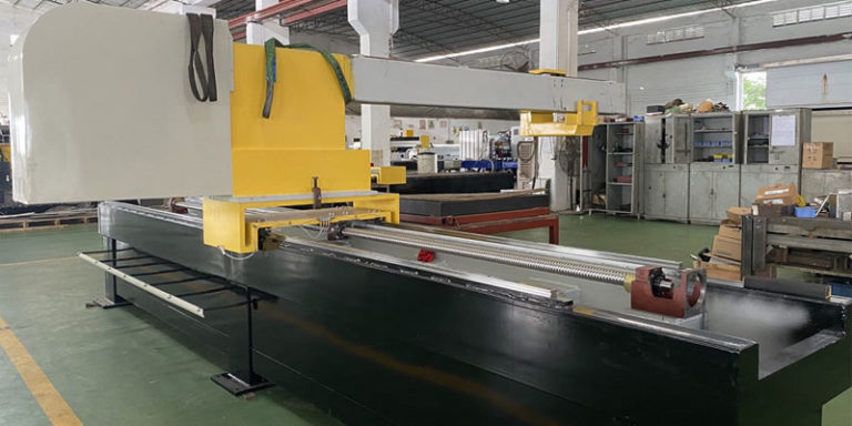 Side view of cantilever waterjet cutting machine