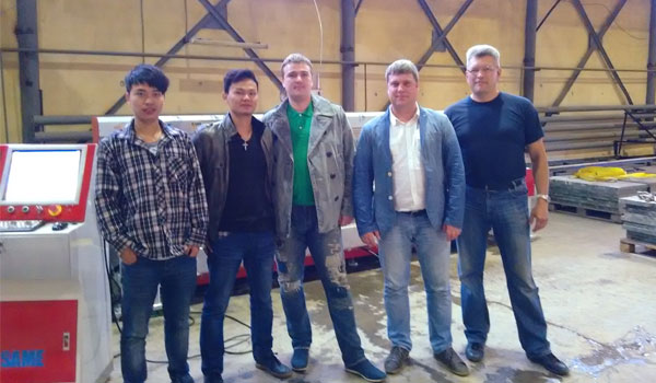 Group photo of Russian customers and SAME technicians 600*350