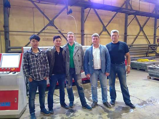Group photo of Russian customers and SAME technicians 540*405