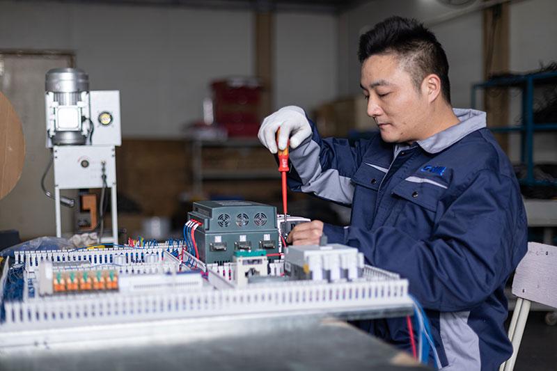 SAME-staff-is-adjusting-the-machine