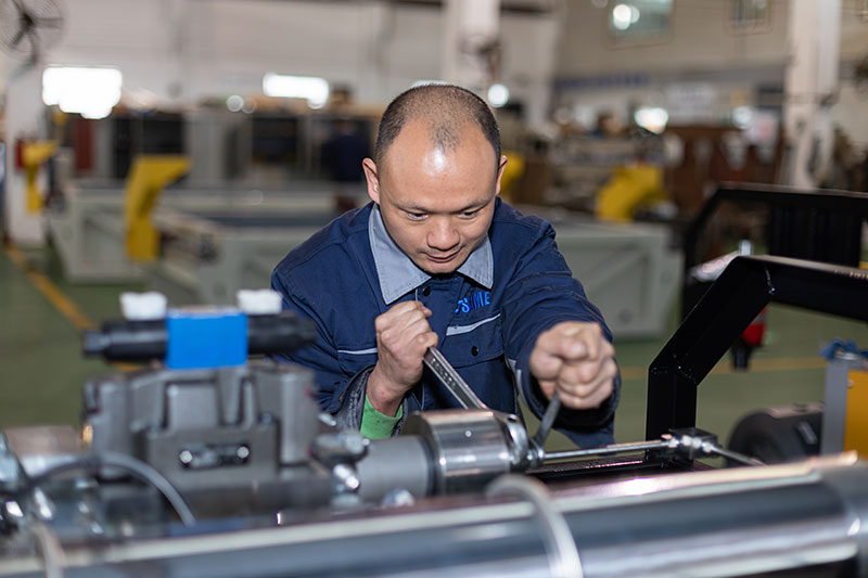 SAME-technicians-are-maintaining-the-waterjet-cutting-machine