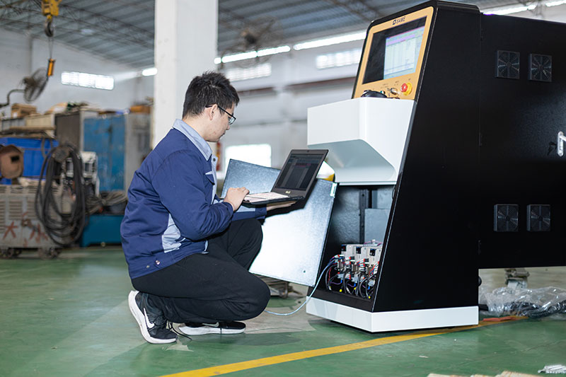 SAME waterjet technicians are debugging the control system