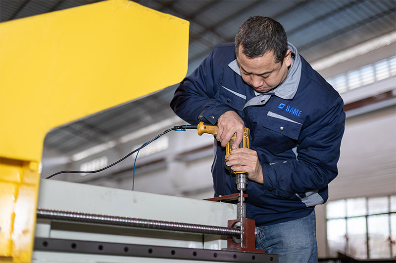 SAME waterjet technicians are producing machines