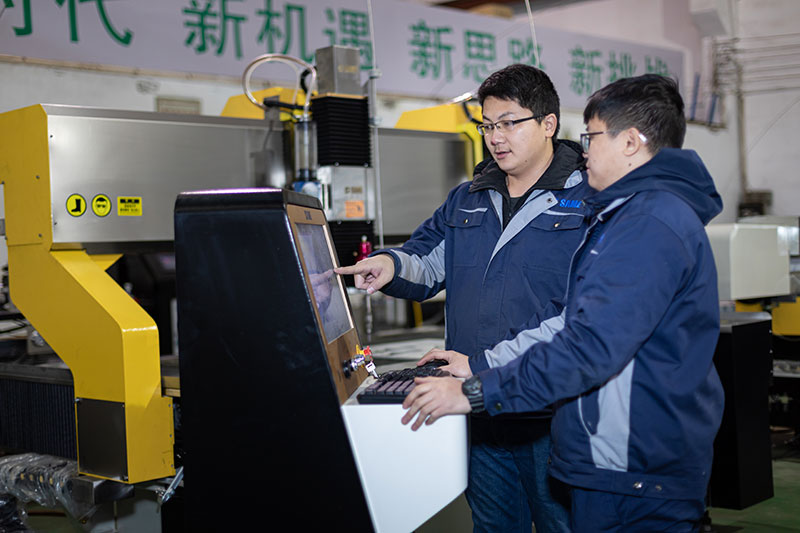 SAME waterjet technicians are training new employees